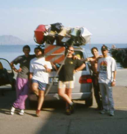 Noi 5 coi 5 kayak sul tetto dell'Ulysse