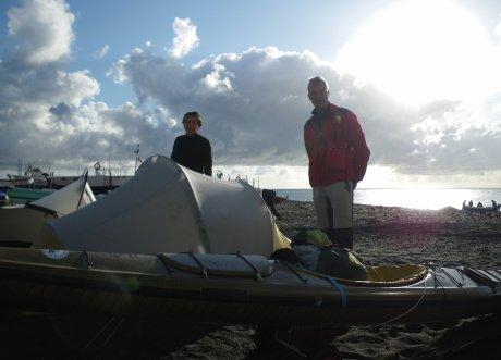 Il campo sulla spiaggia di Scari