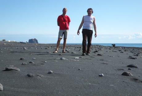 Sulla spiaggia nera di San Vincenzo