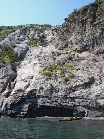 spiaggetta ai piedi del Gran Cratere di Vulcano