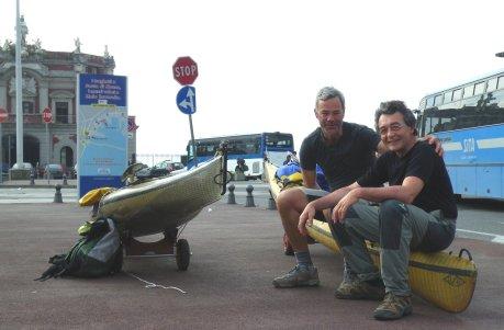 Sbarcati in continente - al porto di Napoli