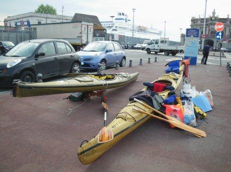 parcheggio per i nostri kayak al porto di Napoli