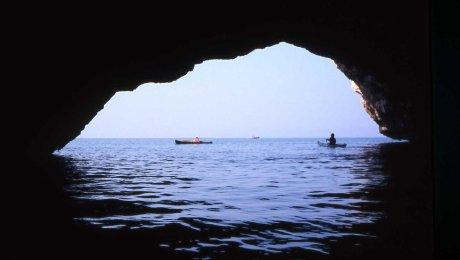 la grande entrata della Grotta del Drago