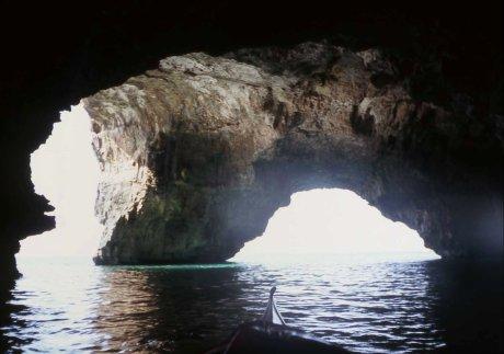 due dei tre ingressi alla Grotta Tre Porte