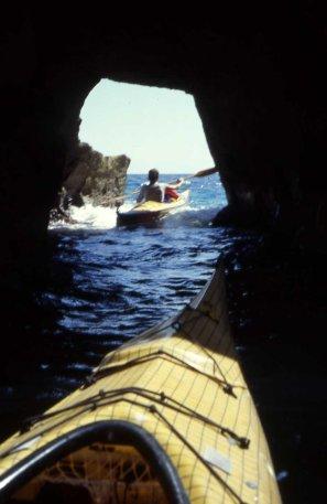 grotta lungo la costa di Castro