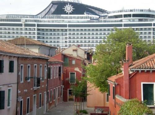 Venezia - assediata dalle Grandi Navi